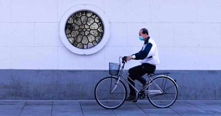 ciclista de postconfinamiento